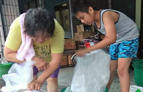 Ming helping his grandmother at collecting recyclables