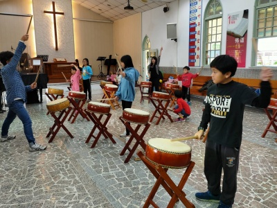 Through the community service center, Hulk learns performing drumbeat and gains self-confidence