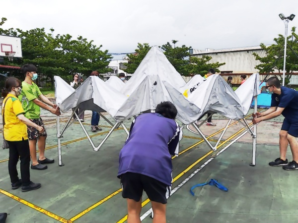 Setting up quarantine tent as the isolated lot compartment
